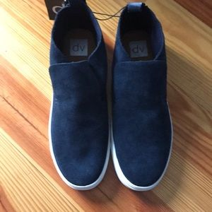 New with tags Cute navy booties 9.5
